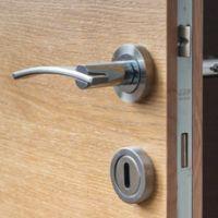deur afhangen sloten deurbeslag